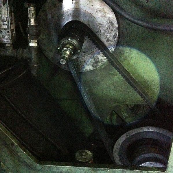 安裝驅動皮帶及主變速盤01